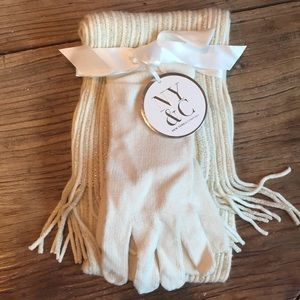 NY&Co Glove and Scarf Set!